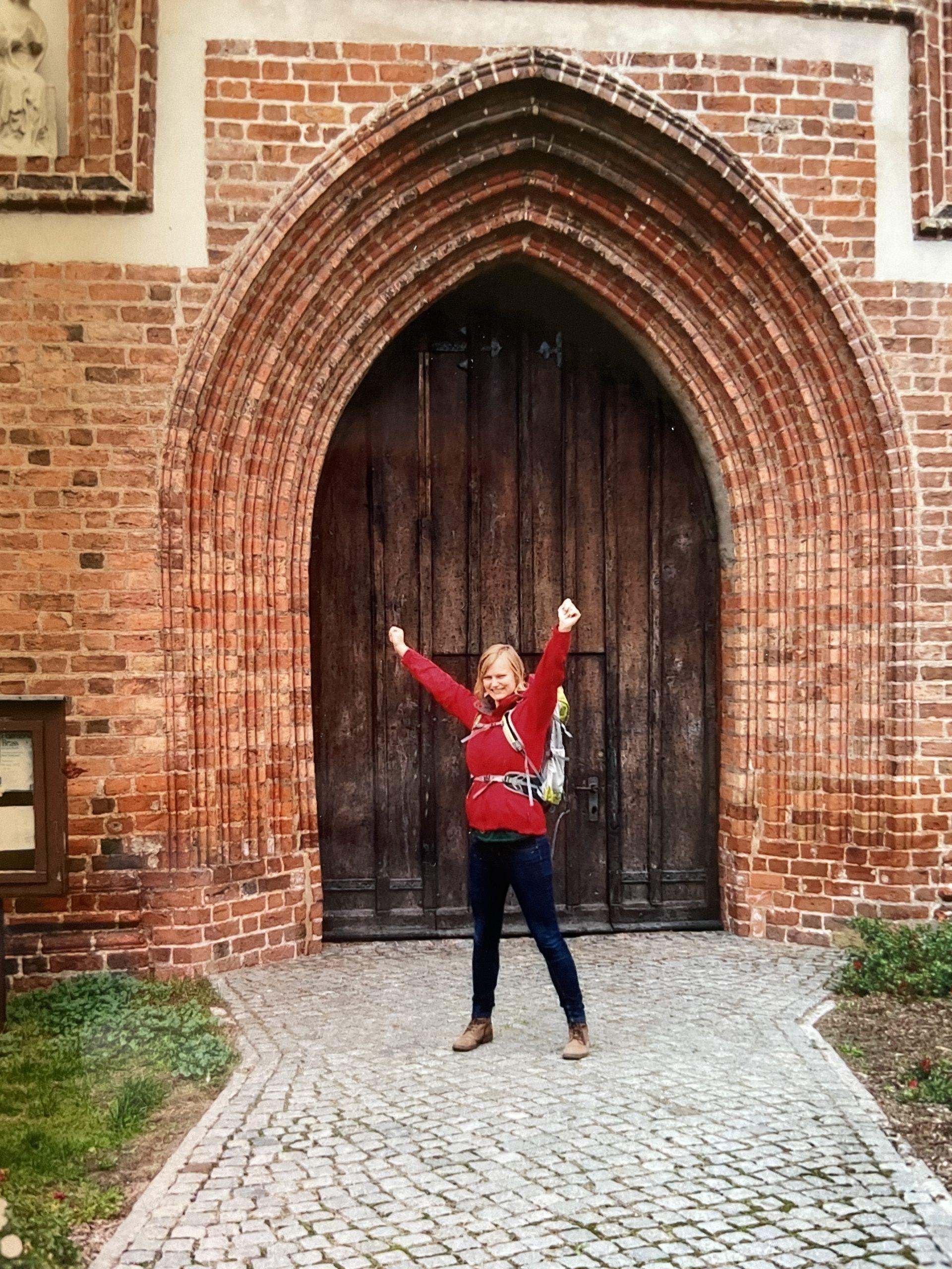 Angekommen in Bad Wilsnack - Marie am Ende des Pilger-Weges